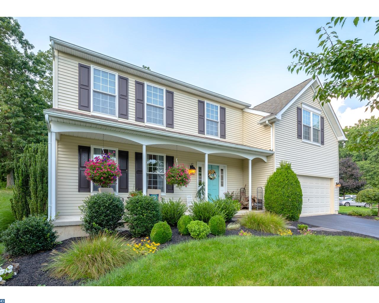 Photo of home for sale at 609 CRESTWOOD LN, Downingtown PA