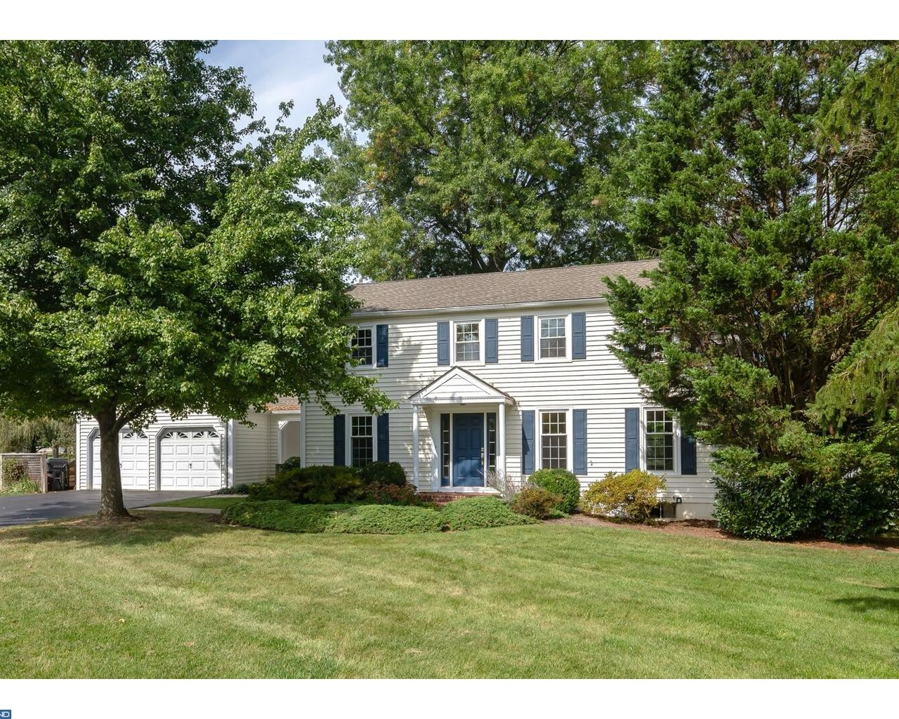 Photo of home for sale at 28 ASHLAWN CIR, Malvern PA