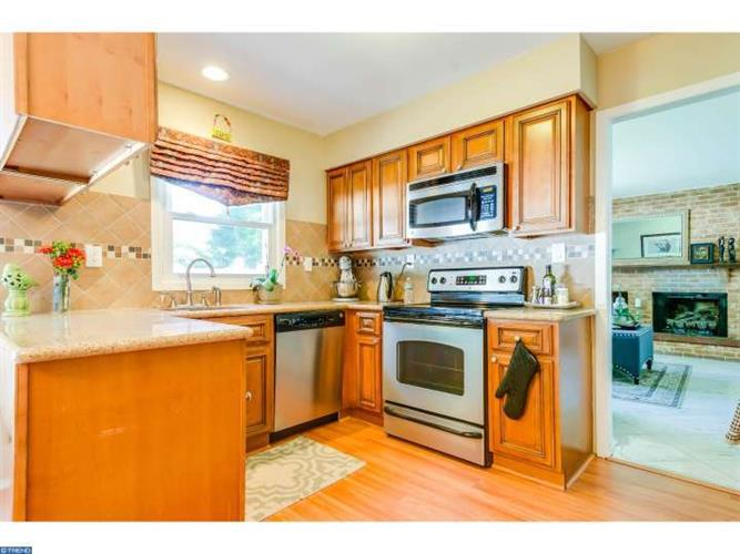 36 TENNYSON LN, Willingboro, NJ 08046