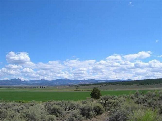 182 E Blue Meadow Ln, Panguitch, UT 84759