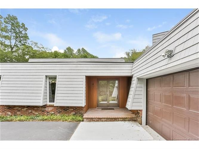 392 Wheeler Rd, Stonington, CT 06378
