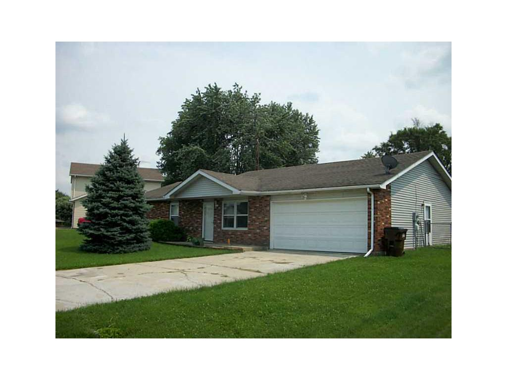 2860 rogers columbus in 47203 mls 21362477 for What is the square footage of a 15x15 room