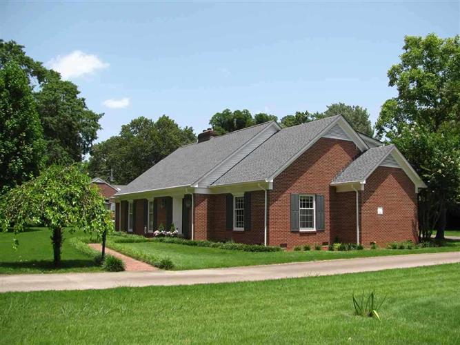 220 Carrington Dr, Savannah, TN 38372