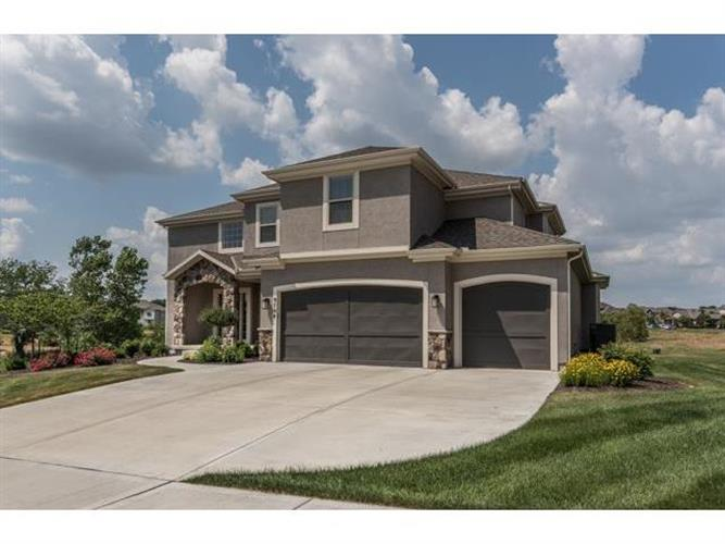9704 W 164th St, Overland Park, KS 66085