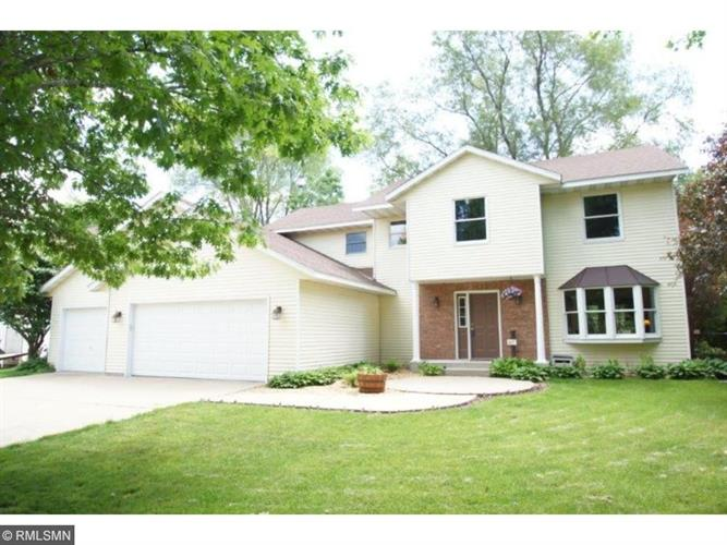 117 Parkway Ln, Cannon Falls, MN 55009