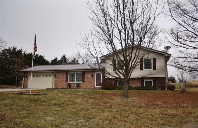 1022 County Road 2505, Moberly, MO 65270