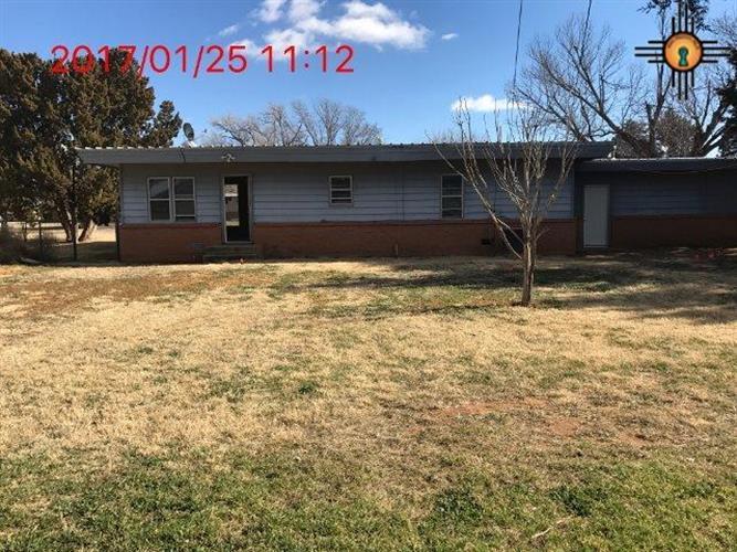 608 1st St, Farwell, TX 79325