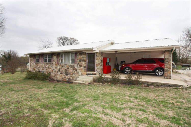 104 Magness St, Lead Hill, AR 72644