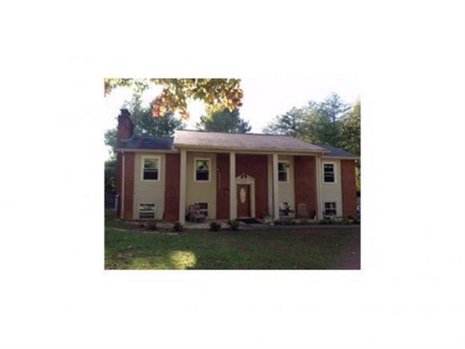 1620 Woodridge Dr, Johnson City, TN 37604