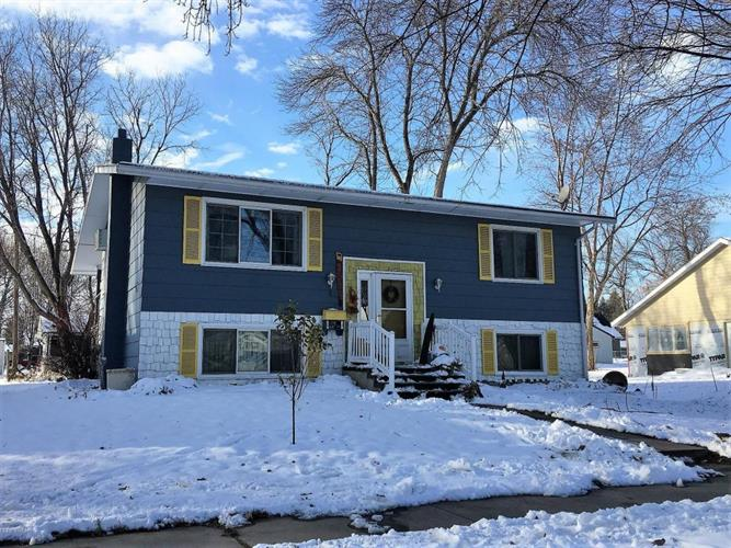 1007 N 6th St, Montevideo, MN 56265