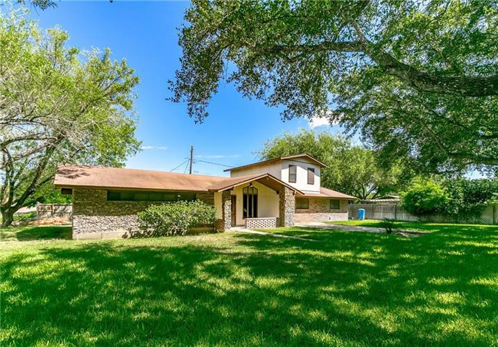 912 W Lucille St, Hebbronville, TX 78361