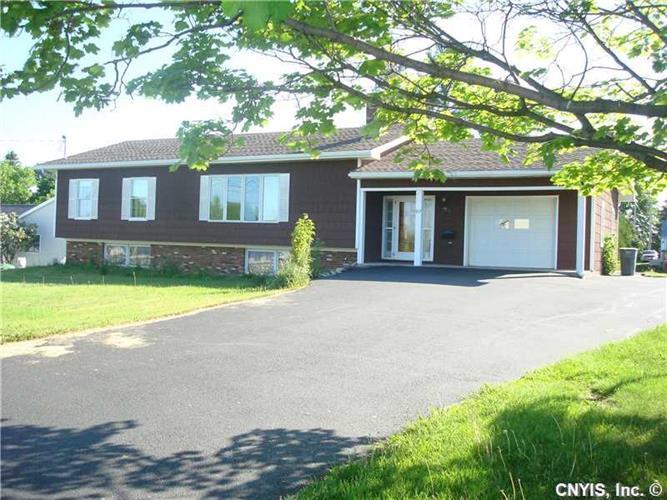 917 Strawberry Ln, Clayton, NY 13624