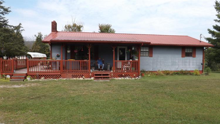 586 Back Valley Rd, Speedwell, TN 37870