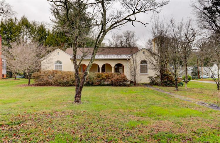 5400 Crestwood Rd, Knoxville, TN 37918
