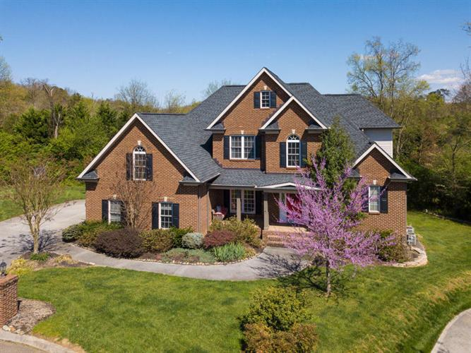 9606 Valley Woods Lane, Knoxville, TN 37922