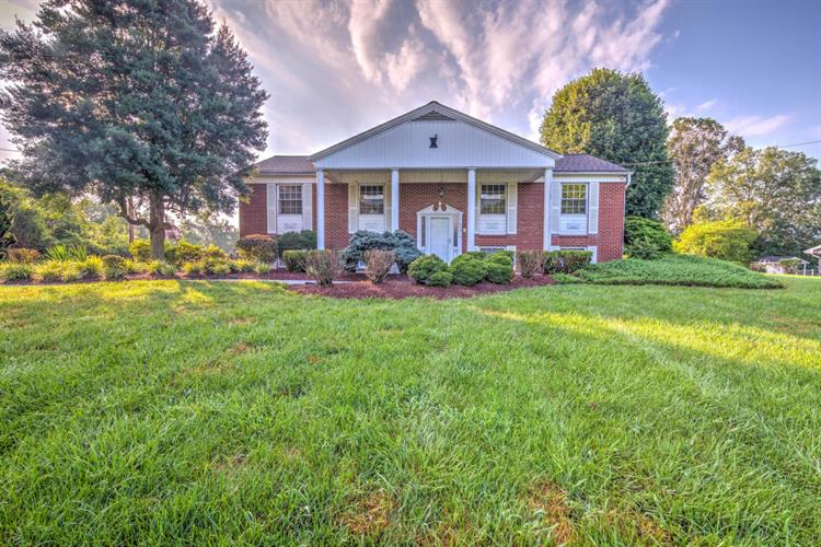 430 Sinking Springs Rd, Clinton, TN 37716