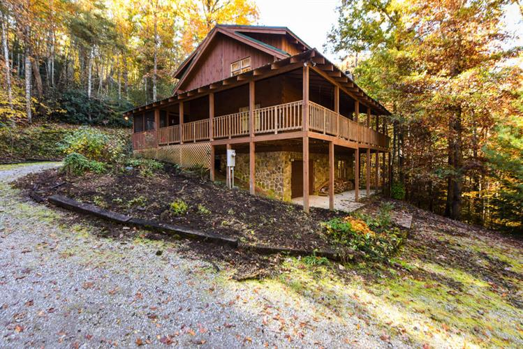 1920 Walnut Flats Rd, Walland, TN 37886