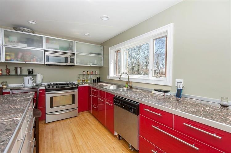 89 Alpine Pl, Franklin, MA 02038