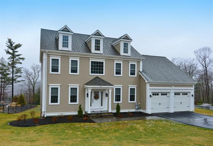 541 Shining Rock Dr, Northbridge, MA 01534