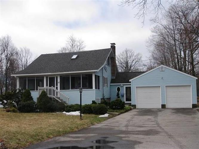 52 Crescent St, Shrewsbury, MA 01545