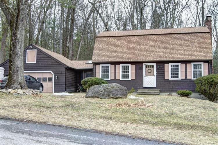 6 Livery Rd, Chelmsford, MA 01824