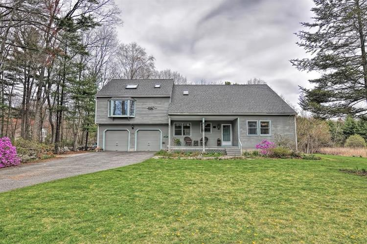 8 Stanley Rd, Medway, MA 02053