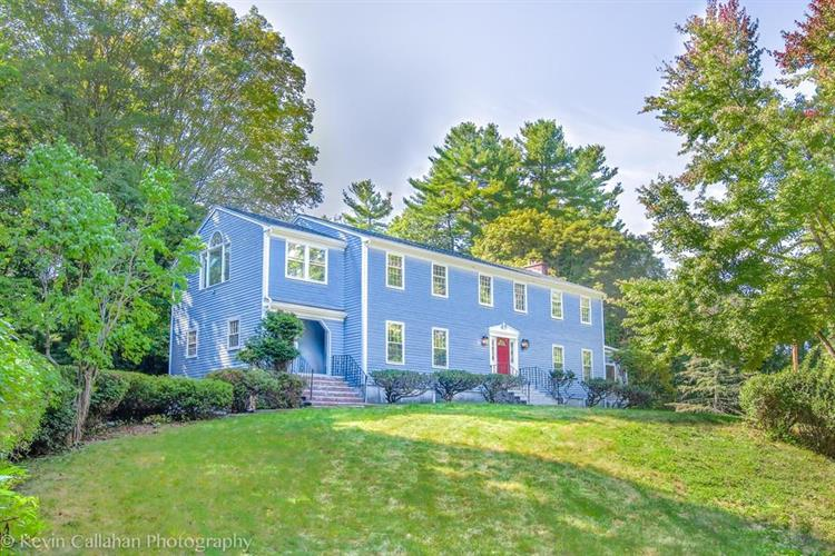 14 Pine Hill Rd, Southborough, MA 01772