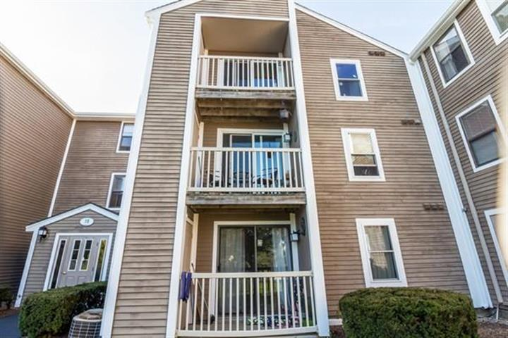 3 Marc Dr, Plymouth, MA 02360