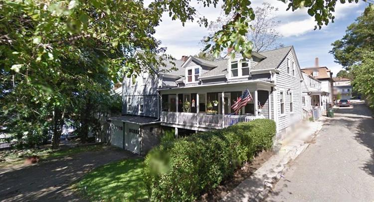 26 Chaloner St, Fall River, MA 02720