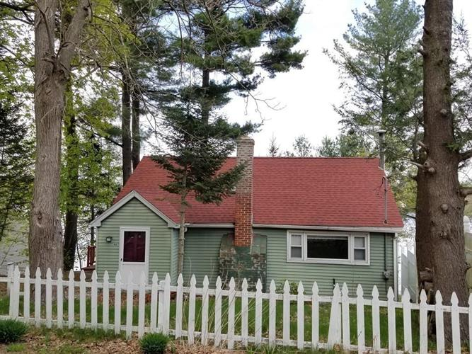 46 Lake Dr, Leicester, MA 01524