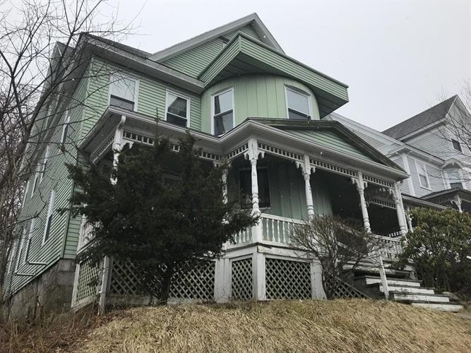 34 Uxbridge St, Worcester, MA 01605