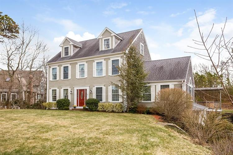26 Oak Bluff Rd, Bourne, MA 02562