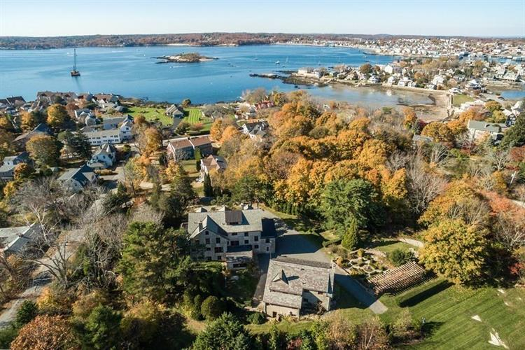 10 Grapevine Rd, Gloucester, MA 01930