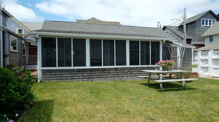 41 Ocean Ave, Oak Bluffs, MA 02557