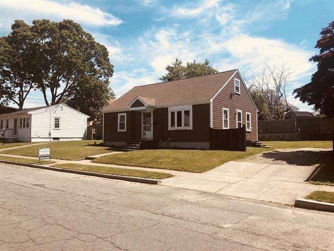 28 Maywood St, New Bedford, MA 02745