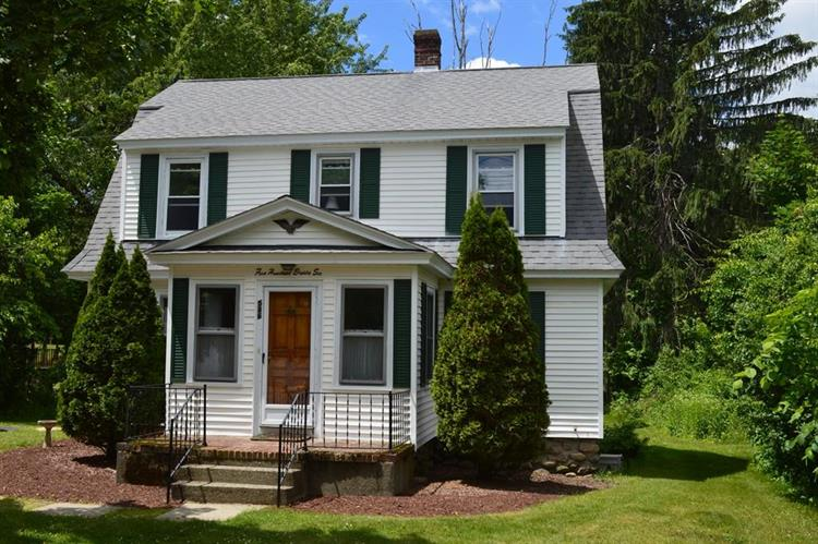 586 Prospect St, West Boylston, MA 01583