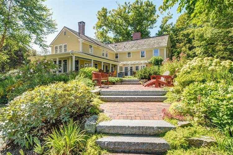 18 Stevens St, North Andover, MA 01845