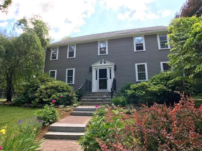 176 Fruit St, Hopkinton, MA 01748