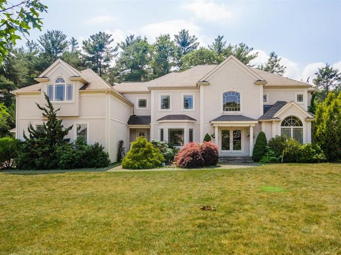 25 Colts Crossing, Canton, MA 02021