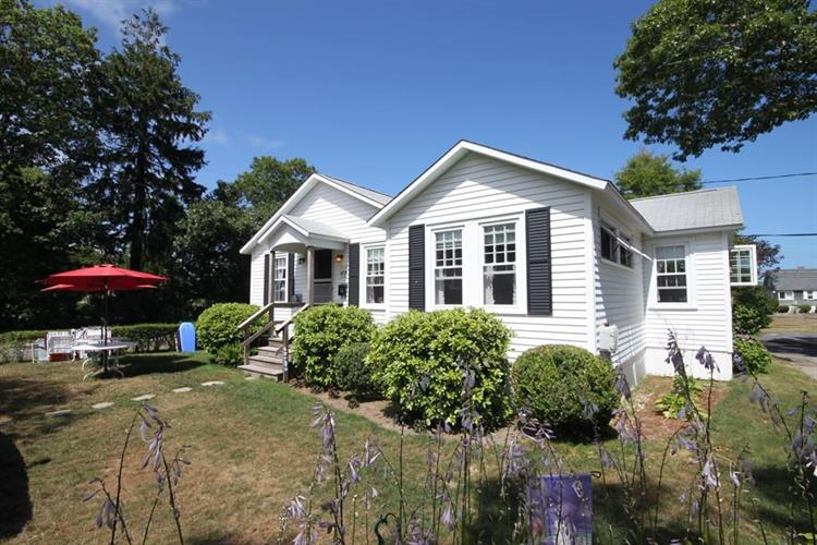 121 Grand Ave, Falmouth, MA 02540