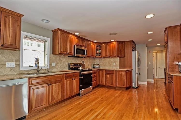10 Buttonwood Rd, Stoneham, MA 02180