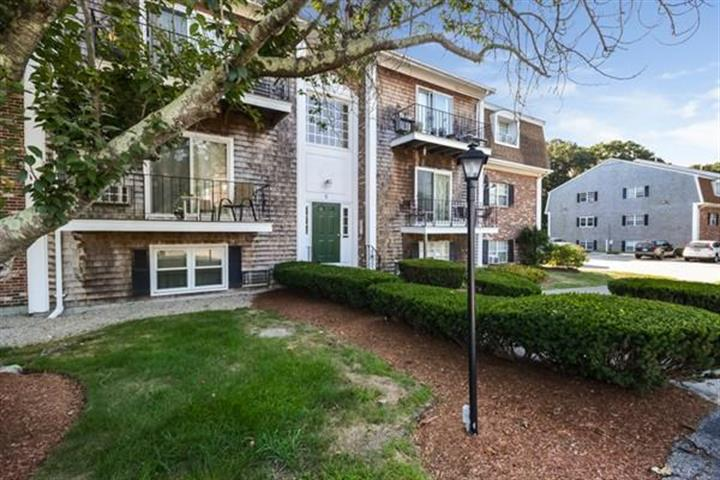 6 Chapel Hill Dr, Plymouth, MA 02360