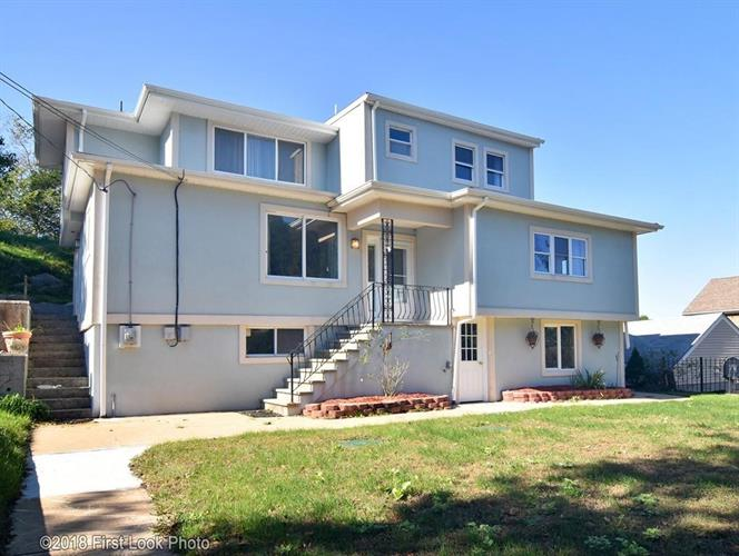 76 Summit, Portsmouth, RI 02871