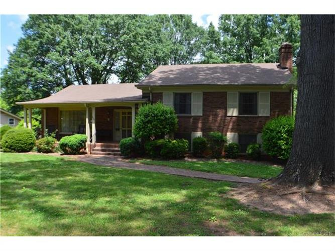 804 4th Avenue Drive NW, Hickory, NC 28601