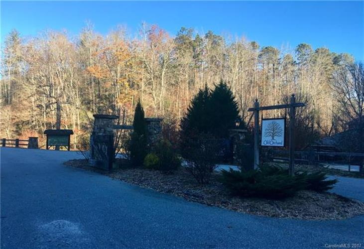 240 Falling Leaves Lane, Hendersonville, NC 28792