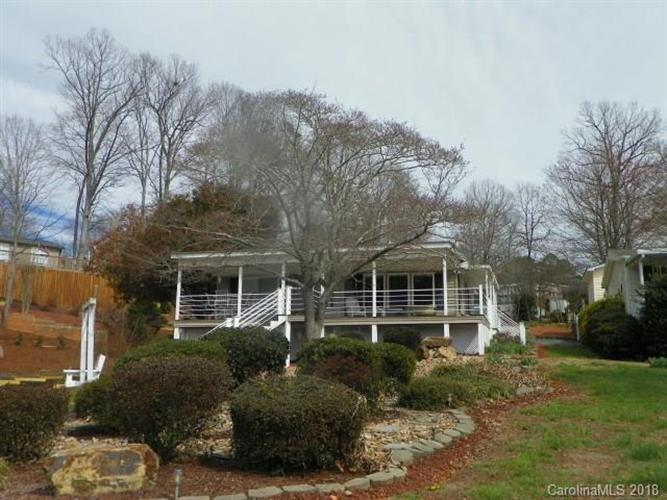 105 Clubhouse Drive, New London, NC 28127