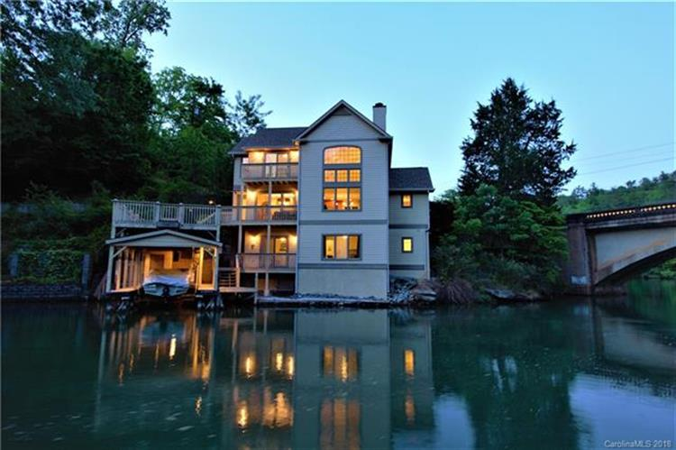 105 Tryon Bay Circle, Lake Lure, NC 28746