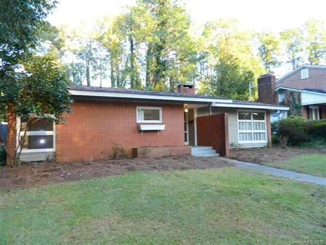 1439 Pine Valley Loop, Fayetteville, NC 28305