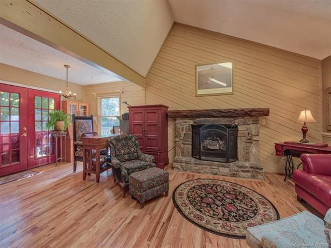 49 Canary Lane, Maggie Valley, NC 28751