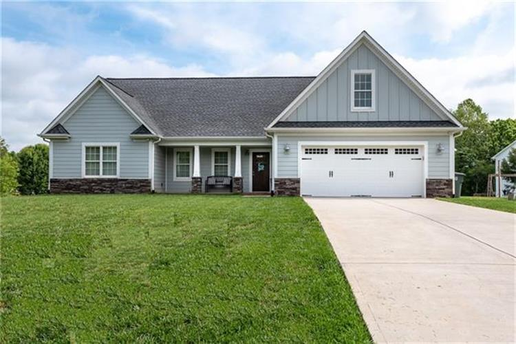 1704 Pipers Ridge Circle NW, Conover, NC 28613 - Image 1
